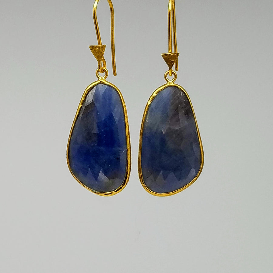 FREEFORM SAPPHIRE GOLD EARRINGS SONIA TONKIN