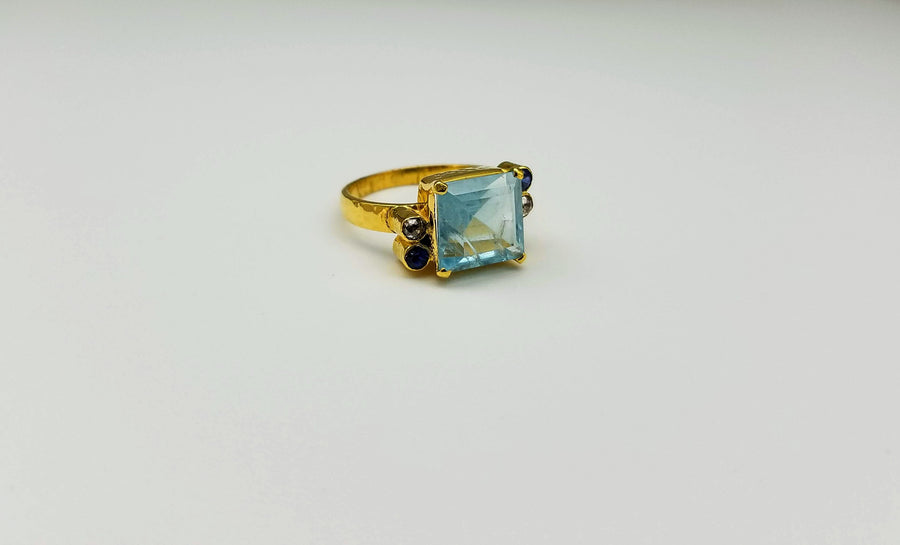 AQUAMARINE SAPPHIRES DIAMONDS RING