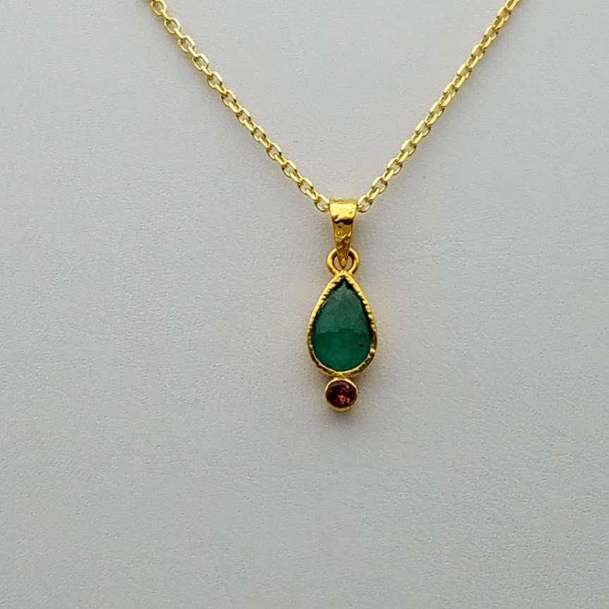 EMERALD/TOURMALINE GOLD NECKLACE