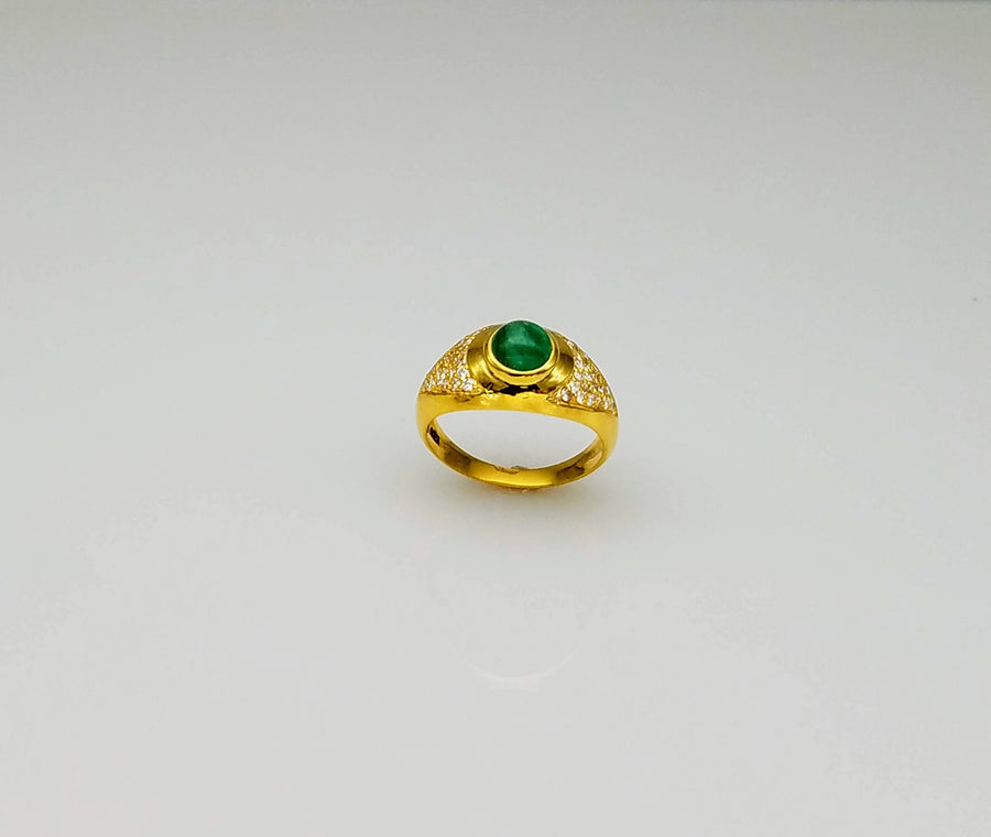 EMERALD DIAMONDS 18KT RING