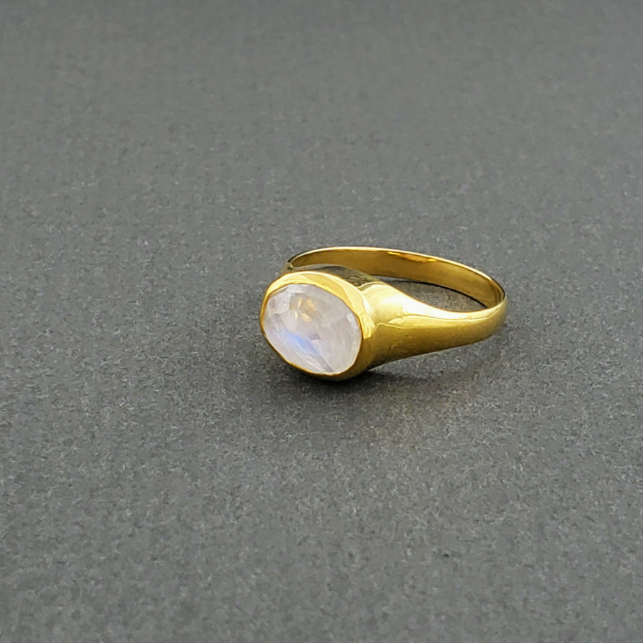 MOONSTONE DOME GOLD RING