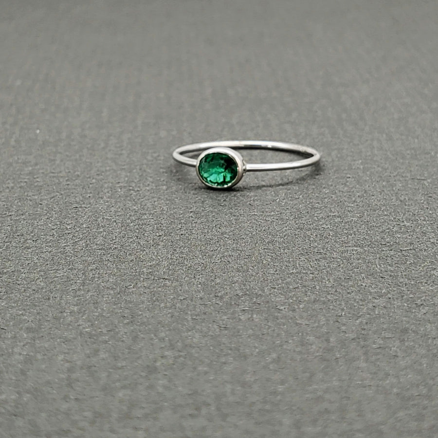 SOLITAIRE EMERALD RING WHITE GOLD
