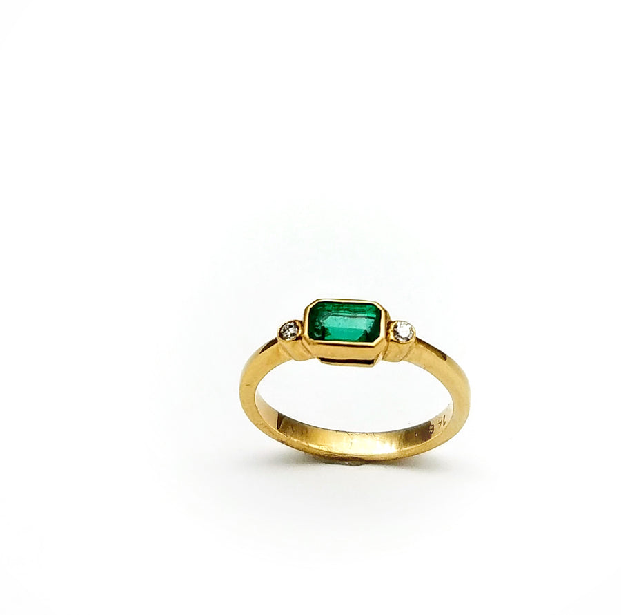 EMERALD DIAMONDS GOLD RING SONIA TONKIN