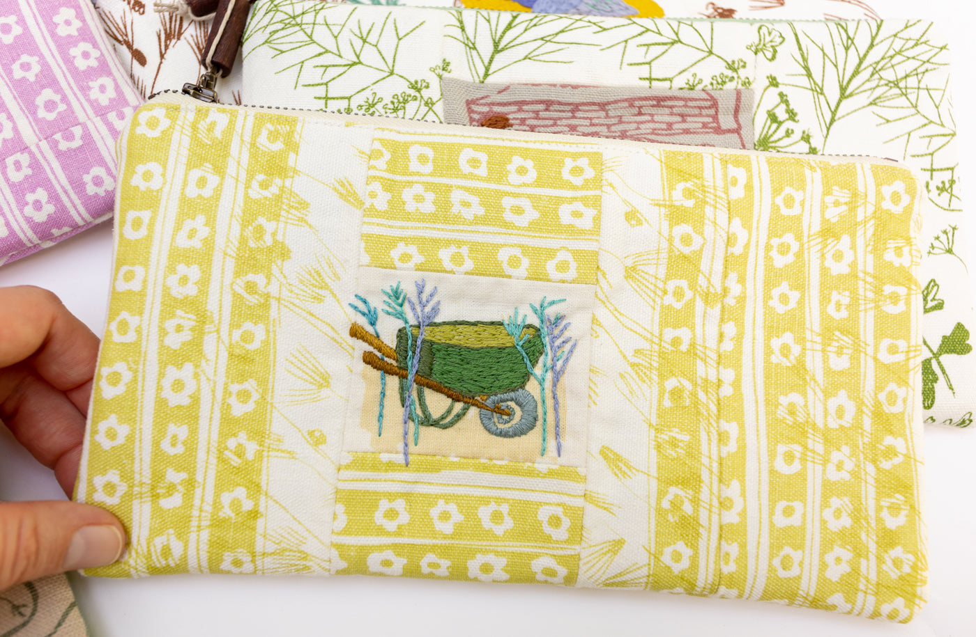 Picture Pouch with wheelbarrow by Maisilene