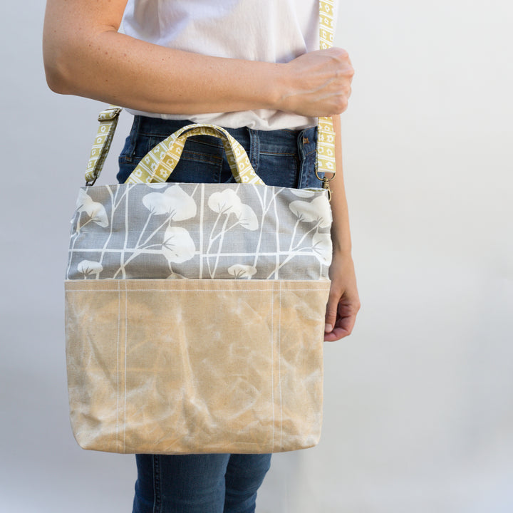 Lizzie Satchel in Pebble