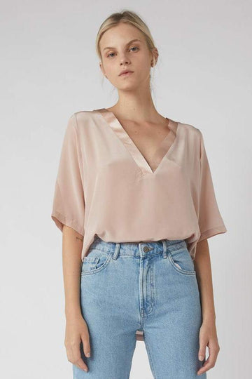 Team Deep V Silk T-Shirt / Millennial Pink