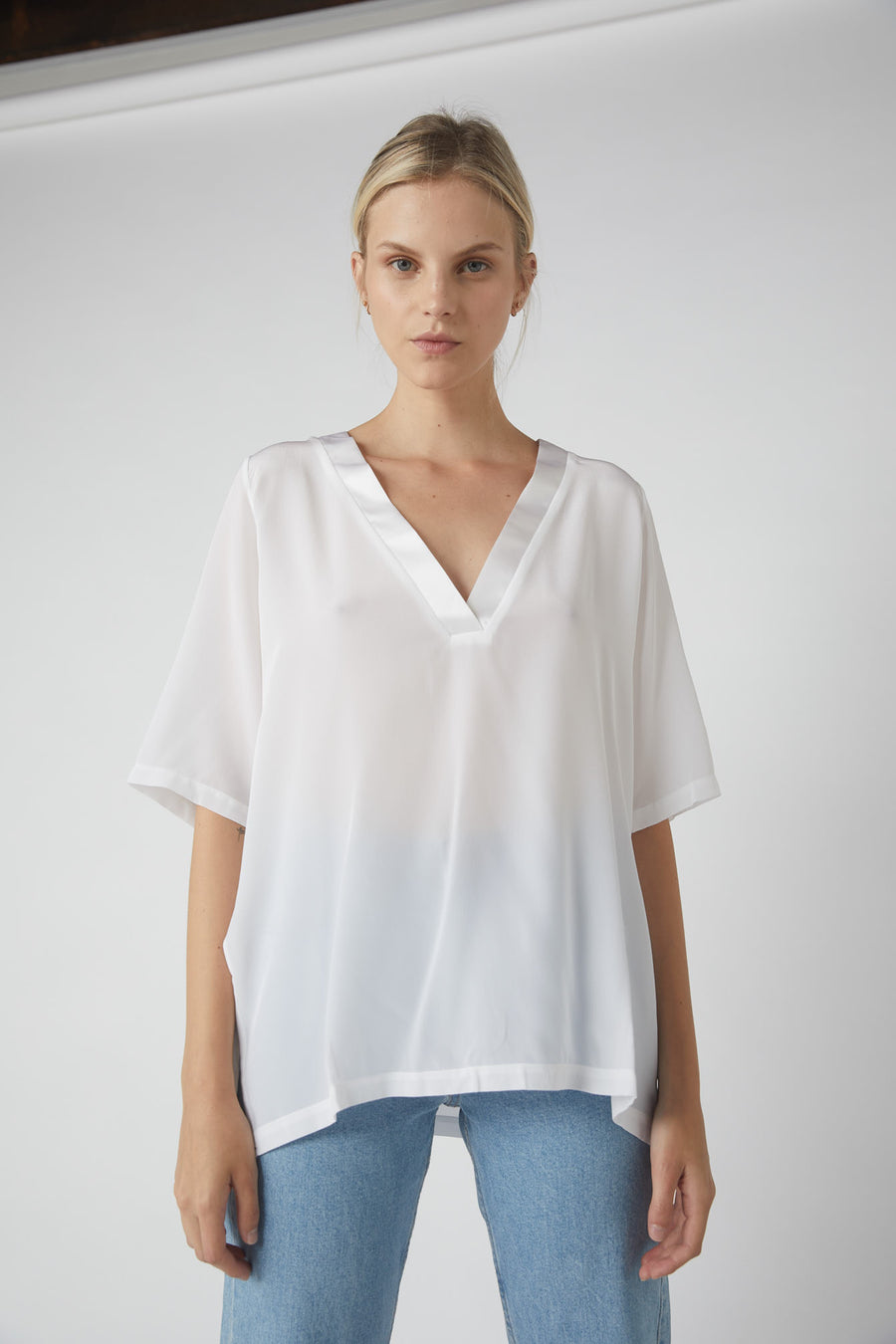 Team Deep V Silk T-Shirt / White