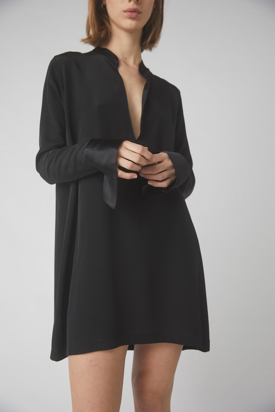 Tapered Deep V Mini Dress / Black