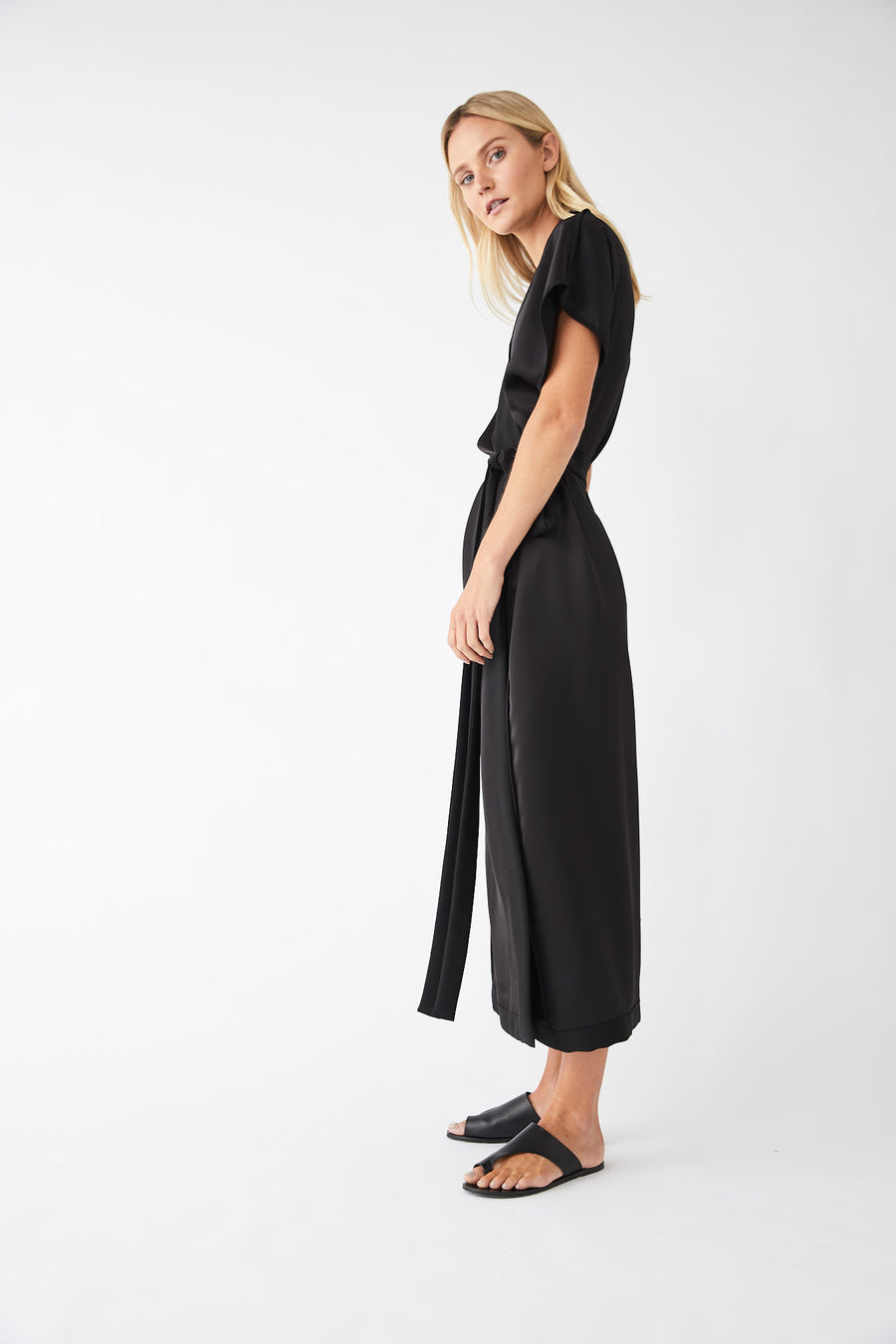 Underline Lounge Wrap Dress / Black