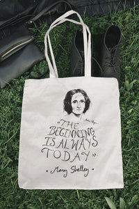 Tote bag natural con asa natural con ilustración y cita de Mary Shelley en inglés.