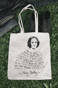 Tote bag natural con asa natural con ilustración y cita de Mary Shelley en español.