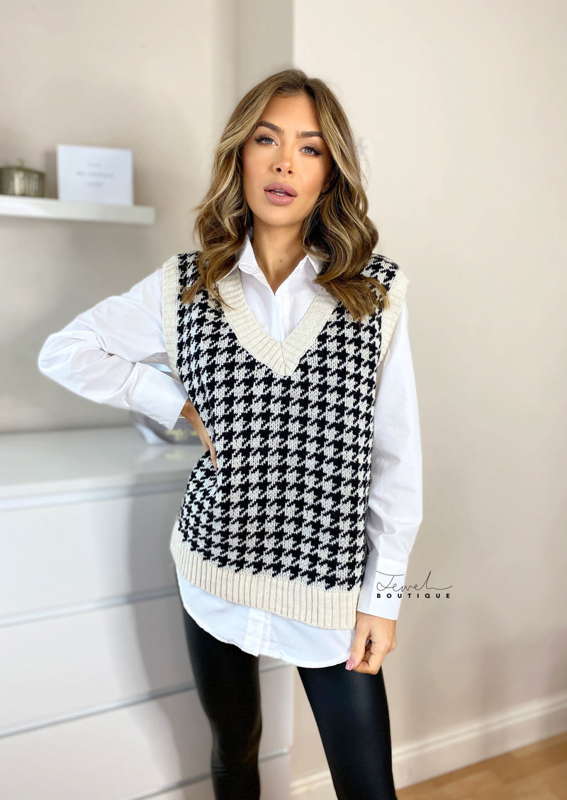 Women's dogtooth knit sweater vest