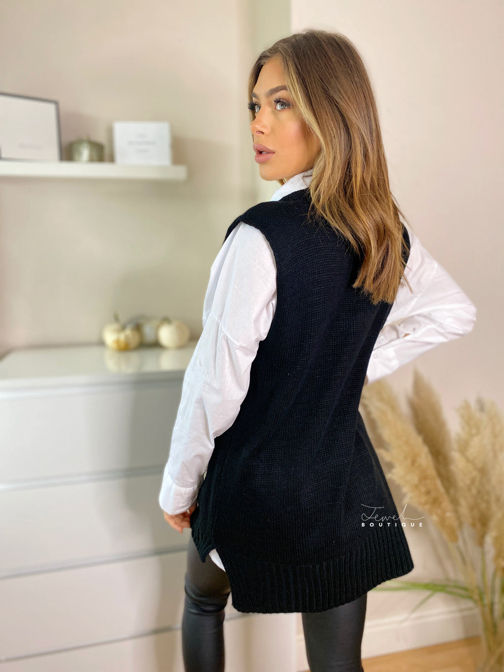 Women's black sleeveless knitted black vest