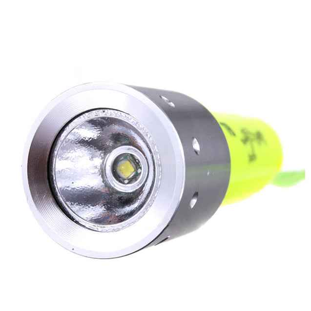 Coupcou.com: HKV 800 Lumens LED Rechargeable Diving Flashlight