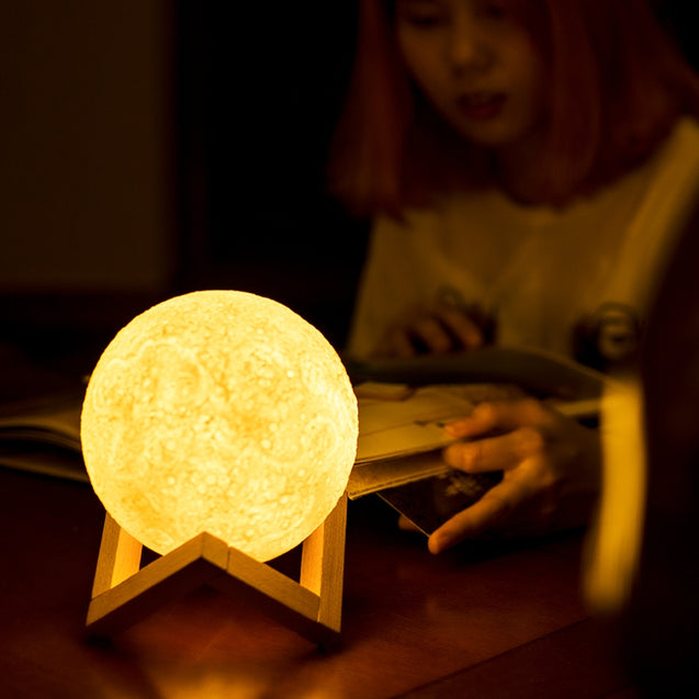 Coupcou.com: YouOKLight 1PCS 0.5W 5V Rechargeable 3D Print Moon Lamp 2 Mode Touch Dimmable Night Light Gift