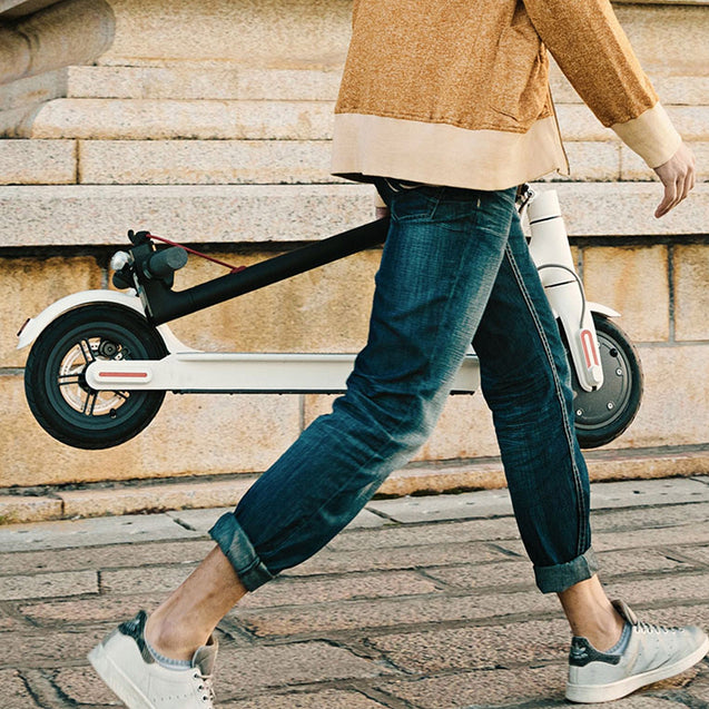 Coupcou.com: Original Xiaomi M365 Folding Electric Scooter Ultralight Skateboard with E-ABS Cruise Control ( Europe Version )