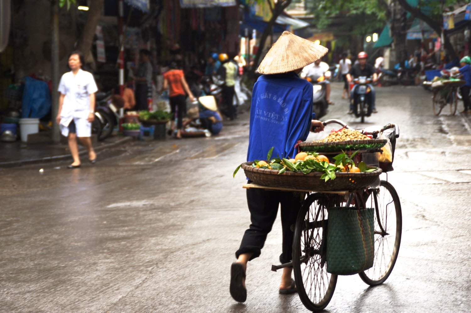 Merchants of Plenty: The Old Quarter, Hanói, Vietnam