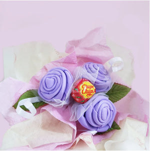 Bouquet of 3 roses with 1 lollipop