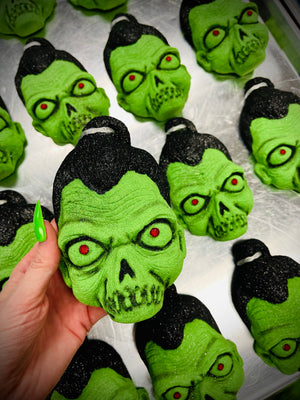 Load image into Gallery viewer, How I got my Shrunken Head Bath Bomb