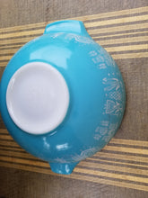 "Load image into Gallery viewer, Vintage Pyrex Blue ""Amish Butterprint"" Cinderella Mixing Bowls 443 and 444"