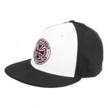 Load image into Gallery viewer, Independent Classic Pinline New Era black cap