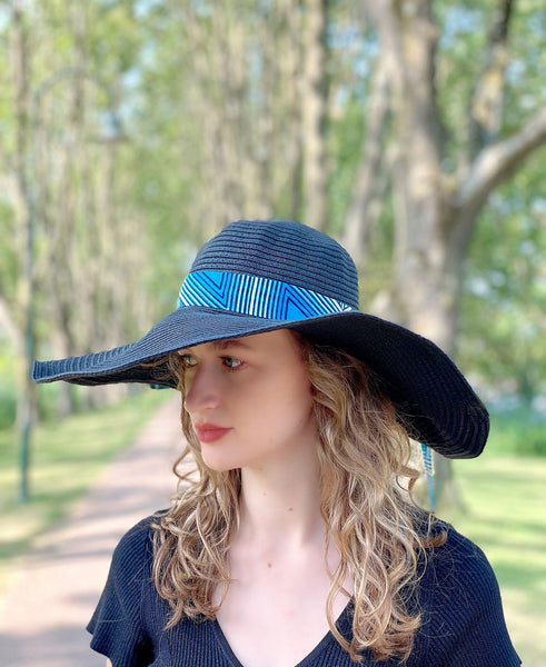 Black summer hat with African print strap - Blue triangles