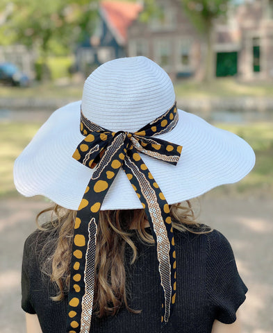 White summer hat with African print strap - Bogolan