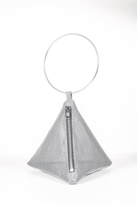 PYRAMID BAG IN METALLIC MESH WITH CIRCLE METAL HANDLE