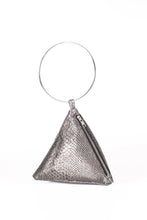 Load image into Gallery viewer, PYRAMID BAG IN METALLIC SNAKE SKIN WITH CIRCLE METAL HANDLE