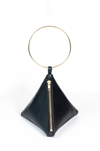 PYRAMID BAG IN BLACK TEXTURED LEATHER WITH GOLD CIRCLE METAL HANDLE