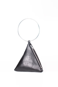 PYRAMID BAG IN BLACK TEXTURED LEATHER WITH SILVER CIRCLE METAL HANDLE