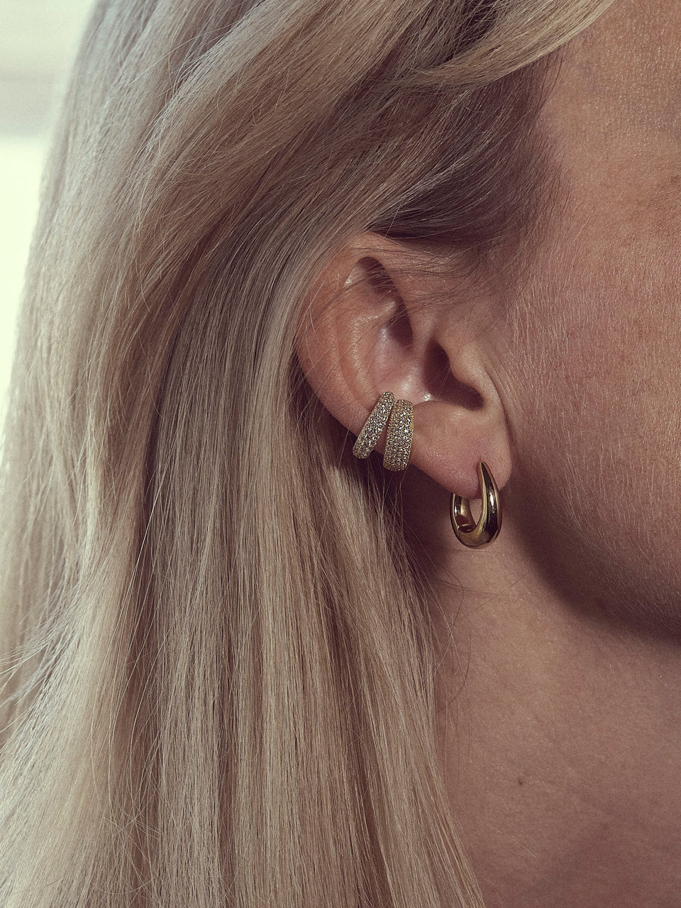 Tom Wood / Ear Cuff Thick Zirconia Gold / Ear cuff i gull med stener