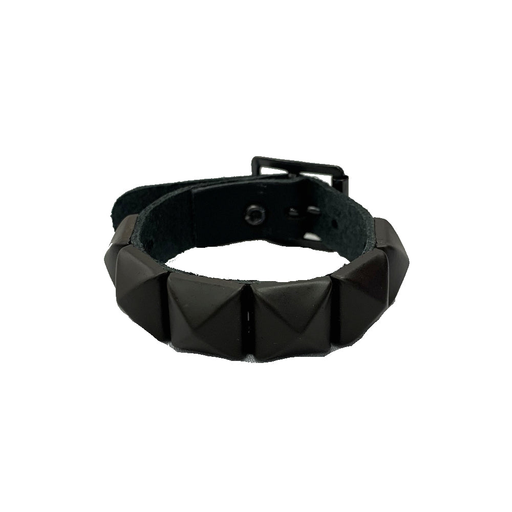 WB008P- 1Row Dark Studs Leather Wristband