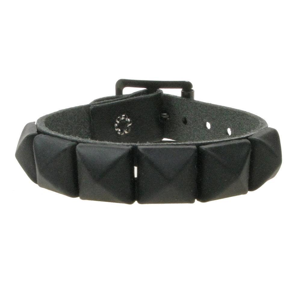 WB008S- 1Row Matte Studs Leather Wristband