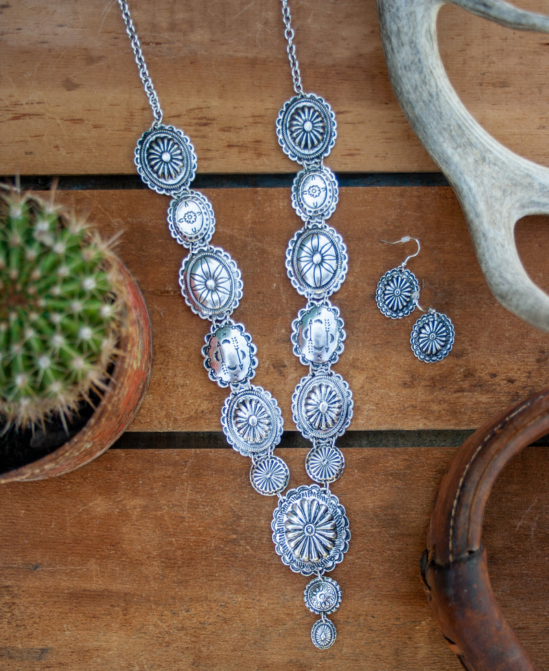 SILVER CONCHO NECKLACE SET