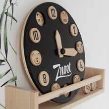 Load image into Gallery viewer, Znoet educatieve en duurzame houten speelklok