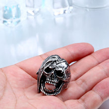 Load image into Gallery viewer, GUNGNEER 2Pcs Gothic Punk Skull Warrior Band Ring Stainless Steel Halloween Jewelry Set Men