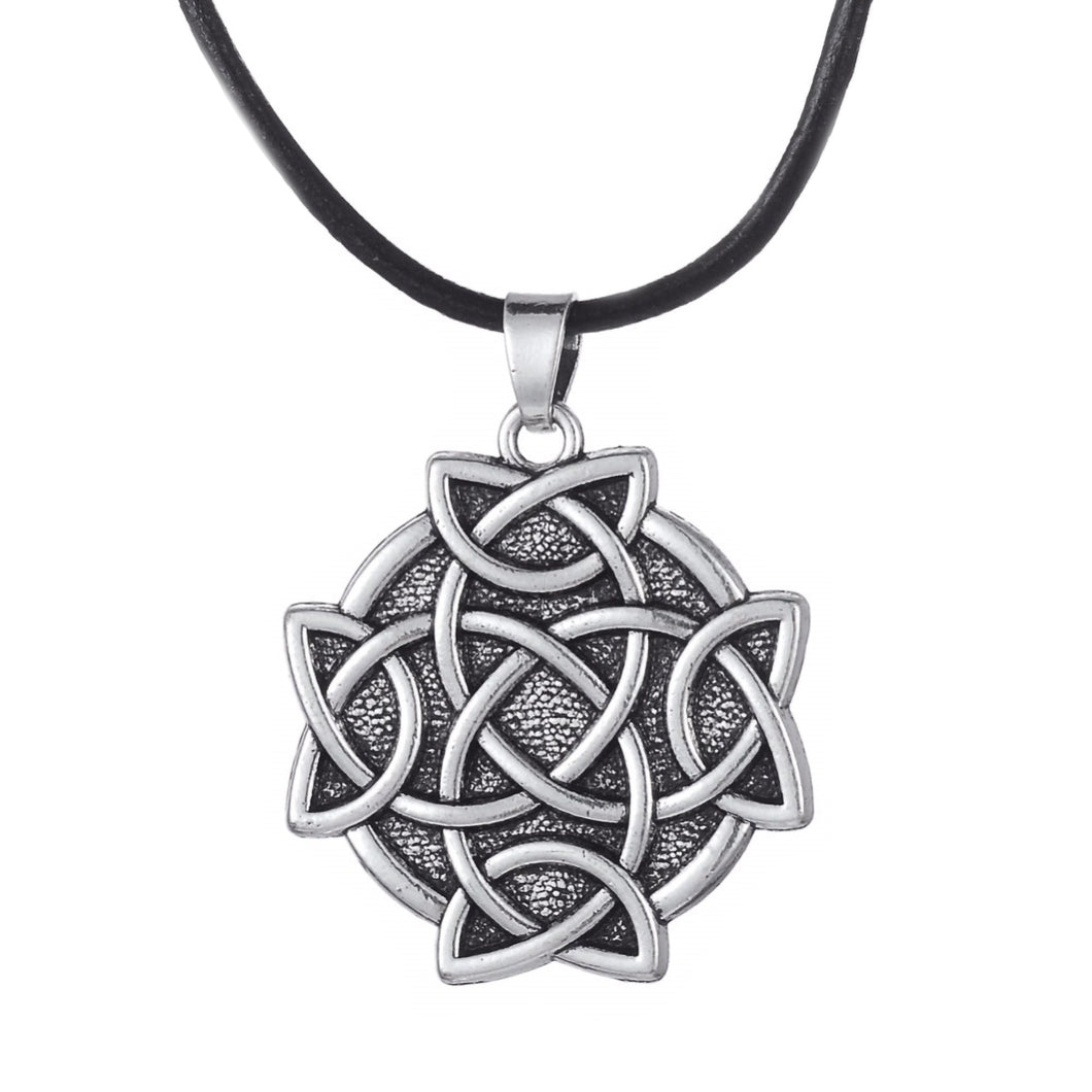 GUNGNEER Celtic Trinity Triquetra Love Knot Round Pendant Necklace Stainless Steel Jewelry