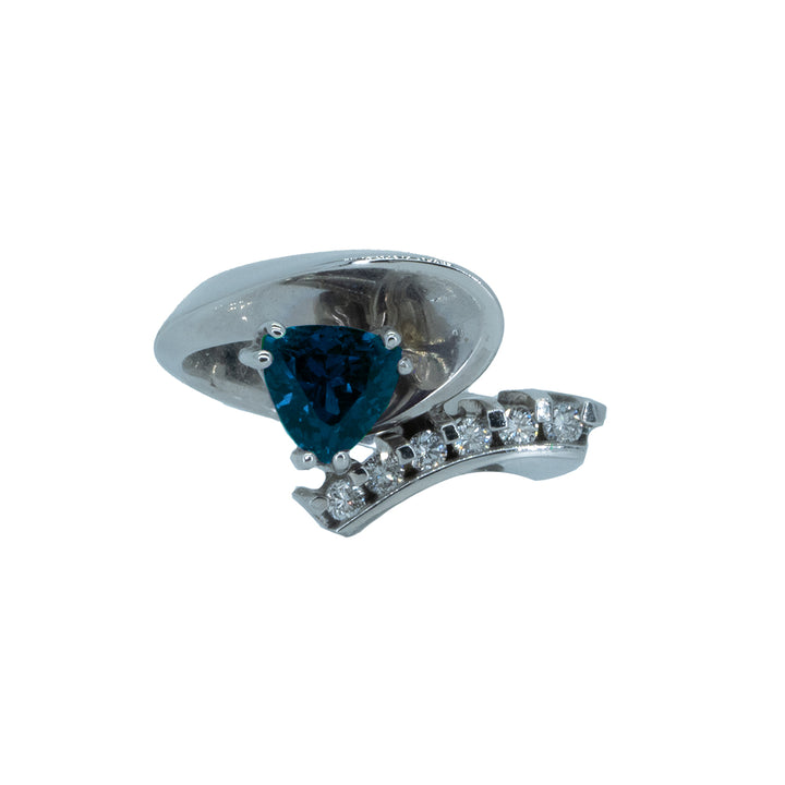 14KT White Gold 1.66ctw Trillion Cut Alexandrite Gemstone and Round Cut Natural Diamond Ring
