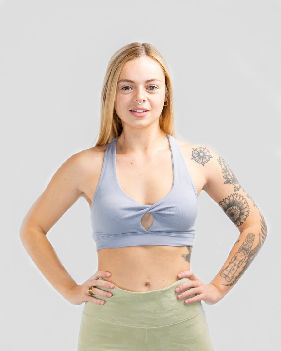 Twist Cutout Seamless Sports Bra - MASHELEO