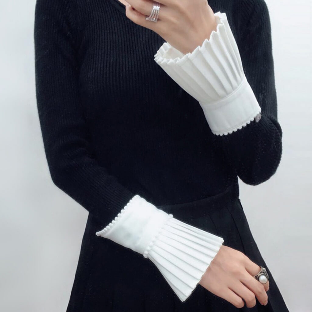Pleated White Cuff Elizabeth  - belledesoiree.com