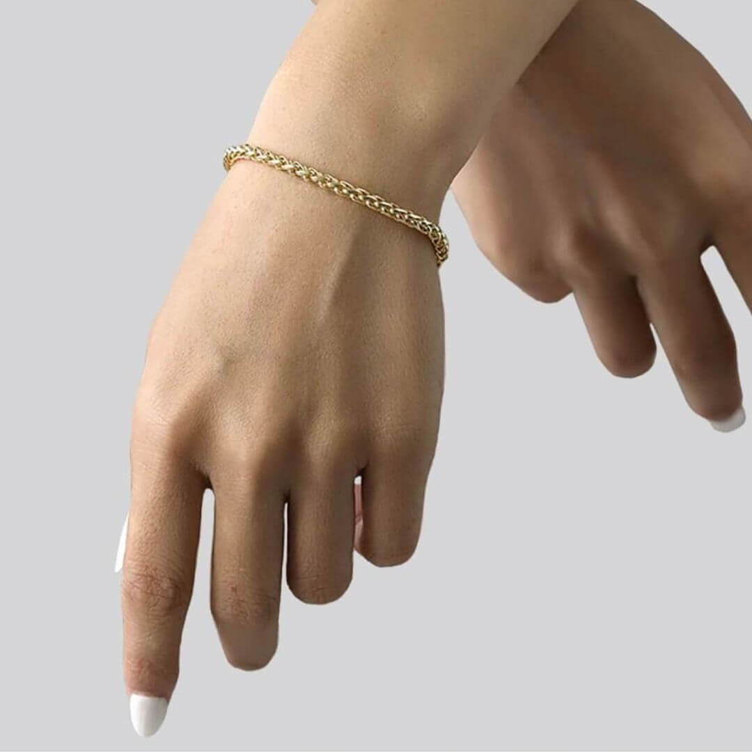 Luxurious 18K Gold Chain Bracelet