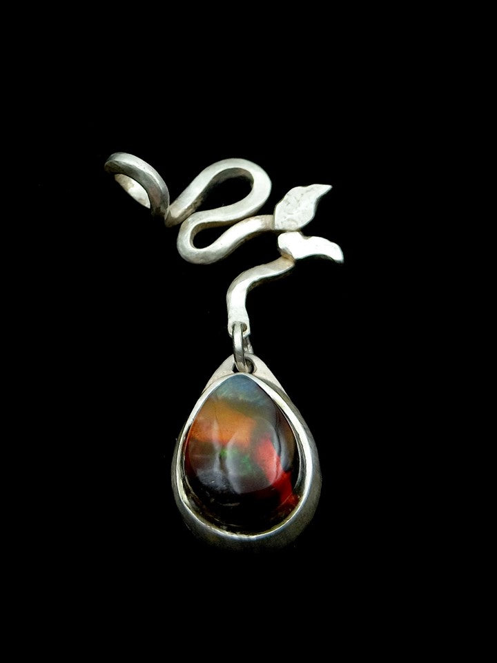 Pendant, climbing plant with natural black opal
