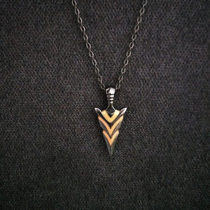 Vintage Luminous Arrow Pendant Necklace Choose Color Classic Alloy Fluorescent Necklace Glow In The Dark Jewelry for Men and Women