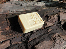 Load image into Gallery viewer, LEAFY ANTIOXIDANT BURST AGARWOOD CLEANSING BAR 100G
