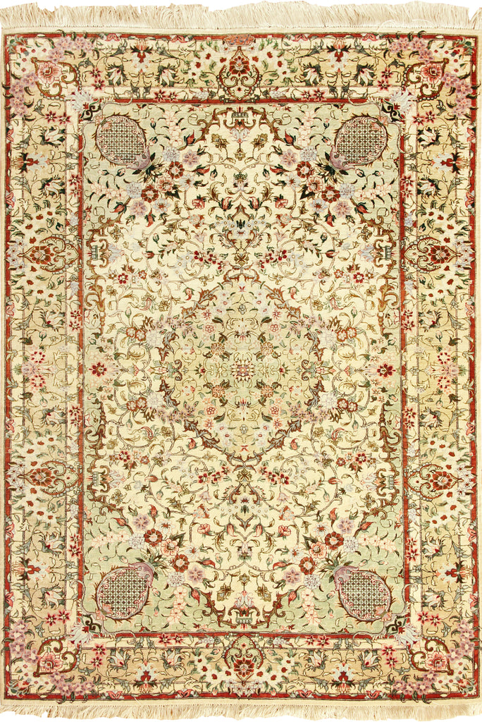Kum Floral Medallion Hand Knotted Silk Rug - 149x100
