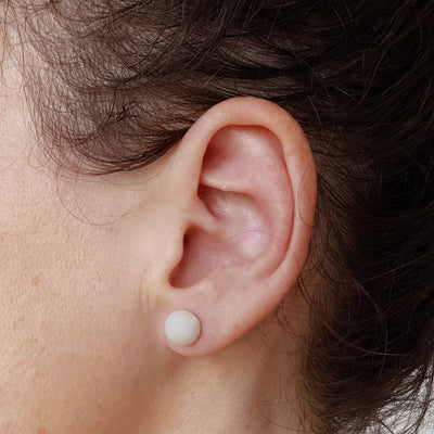 Boucle d'oreille perle tagua blanche Mazonia