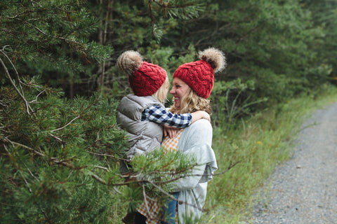 products/mommy_and_me_hats_red_cables_74e31b8e-a696-41ba-839e-78771bb8cbc1.jpg