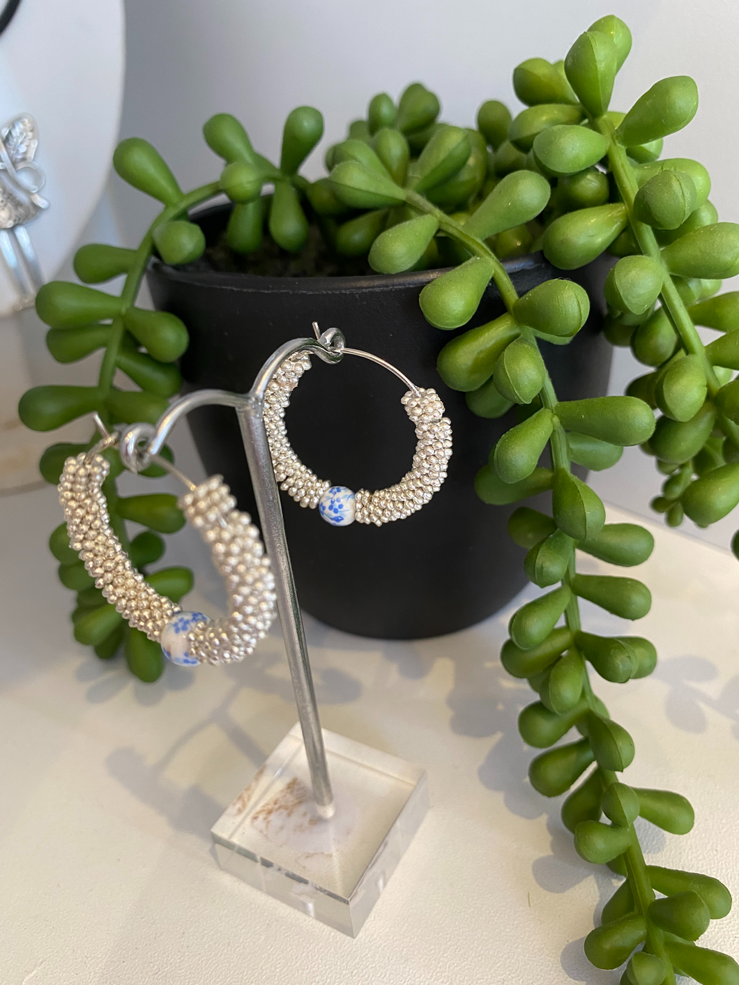 Daisy spacer hoops