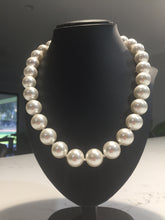 Load image into Gallery viewer, Pearl necklace 50cm